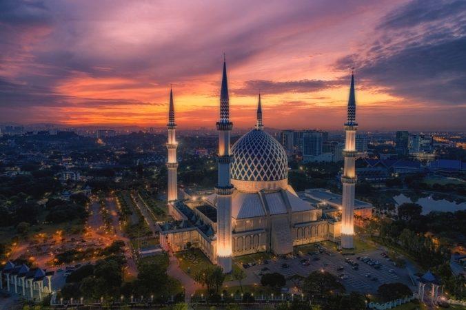 السياحة في ماليزيا خلال شهر رمضان - أنوثة