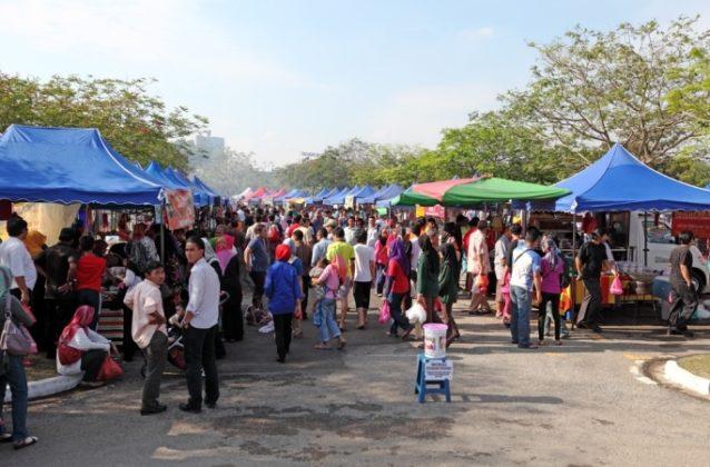 زيارة البازارات الرمضانية... من أفضل النشاطات التي يمكن ممارستها في ماليزيا خلال الشهر الفضيل.