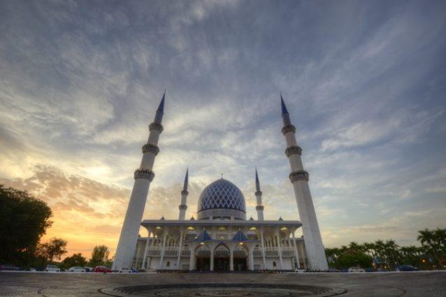 المسجد الأزرق... من أهمّ المساجد الماليزية التي يمكن زيارتها في شهر رمضان.