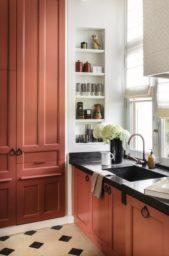 تبدو خزائن المطبخ باللون السلموني مثالية جداً لمطبخك خصوصاً إذا كنت تميلين نحو مطبخ ذات ديكور ملفت.