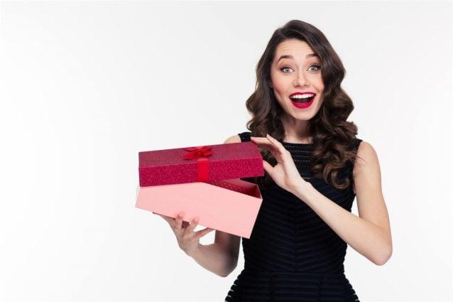 تفسير حلم هدية الملابس للمتزوجة – انوثة