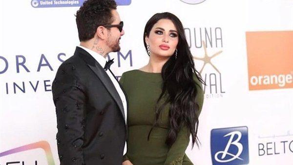 صورة رائعة تجمع النجم أحمد الفيشاوي مع زوجته ندى كامل التي تبدو جميلة جداً في هذه الصورة.