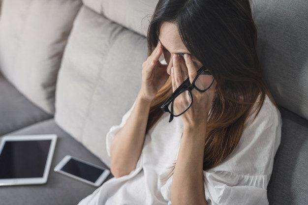ما هي الأسباب التي تؤدي الى تقلّب المزاج عند المرأة؟