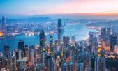 <p><strong>هونغ كونغ - Honk kong</strong></p> <p>في هونغ كونغ عالم ديزني للمرح والتسلية والذي يستقطب الكبار قبل الصغار. تتميز هذه المدينة الصينية عن غيرها بأنها غنية بالمعالم الطبيعية والتاريخية ففيها مثلاً جزيرة لانتو التي تتزين بالخضار وتحيط بها المياه الزرقاء من كل جانب فضلاً عن تمثال بوذا الكبير الموجود في نغونغ بينغ من الجزيرة المذكورة. كما تغتني هذه المدينة بالحدائق ومنها حديقة كولون، حديقة فيكتوريا الملونة وغيرها.</p>