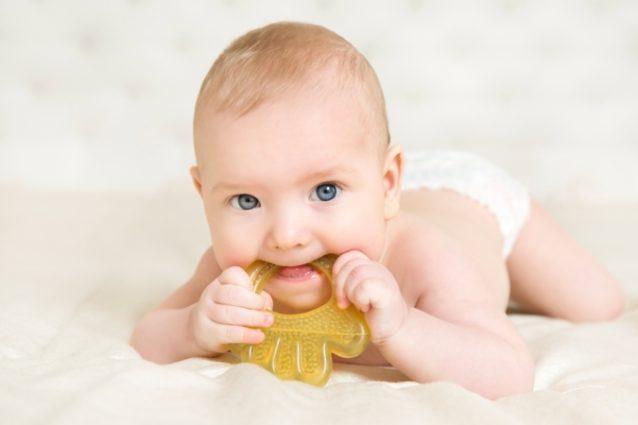 رفض الطفل الطعام أثناء التسنين - أنوثة