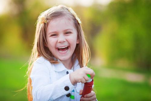 السعادة في الطفولة - أنوثة