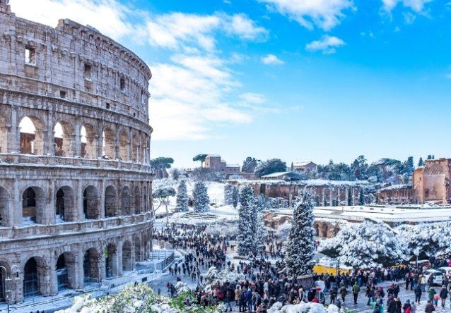 <strong>Rome-روما<br /><br /> </strong>تشكّل روما بدورها إحدى أفضل المدن الإيطالية التي يمكن زيارتها في الشتاء، حيث تتاح للسياح فرصة زيارة متاحفها المهمة وأحيائها الرائعة.