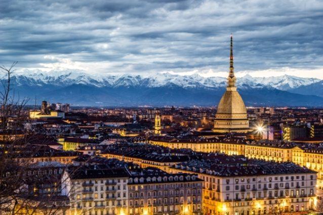 <strong>Turin-تورينو<br /><br /> </strong>تعتبر مدينة تورينو من أروع المدن الإيطالية في الشتاء إذ تتيح لزوارها فرصة ممارسة رياضة التزلج، الإستمتاع بأروع مشاهد للطبيعة وزيارة معالمها السياحية ومتاحفها المميزة.