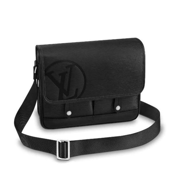 <strong>Louis Vuitton<br /><br /></strong>والدك سيحتاج شنطة Messenger PM من لويس فيتون بالتأكيد، فهي مهمّة له لوضع كلّ أغراضه خلال تنقلاته. وهي مصنوعة من الجلد الأسود الفاخر مع أول حرفي من اسم الدار محفورين عليها.