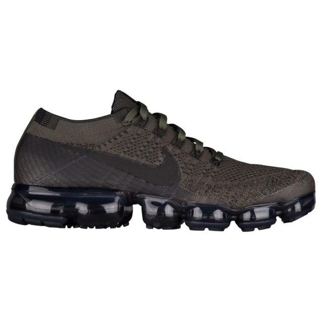 "<strong>Nike<br /><br /></strong> <p dir=""RTL"">اذا كان والدكِ رياضياً ويحبّ الركض، اختاري له حذاء Nike Air VaporMax FlyKnit الذي سيشعره بالراحة التامة خلال ممارسة هوايته المفضّلة. وهو يأتي بتصاميم متنوّعة يمكن أن تختاري بينها سواء كان ذوقه كلاسيكي أو يحبّ النقشات الجريئة.</p>"