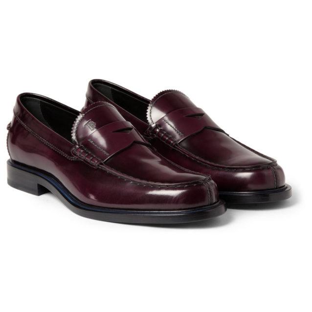 "<strong>Tod's<br /><br /></strong> <p dir=""RTL"">حذاء اللوفر من أكثر موديلات الأحذية المناسبة للرجل العصري، وقد اخترنا لهديتك هذا الحذاء الجلدي باللون البرغندي من علامة Tod's لكي ينسّقه بكلّ سهولة مع ملابسه اليومية ويشعر بالراحة في كلّ تنقلّاته.</p> <p dir=""RTL""></p>"