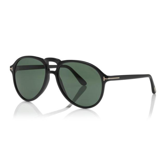 <strong>Tom Ford<br /><br /></strong>اذا كان والدكِ من المعجبين بالنجم الراحل جون لينون، فنظّارات Lennon من علامة توم فورد من أروع الهدايا التي يمكن أن تقدّميها له. وهي تحيي أحد موديلات النظارات التي حقّقت شهرة واسعة في الستينات.