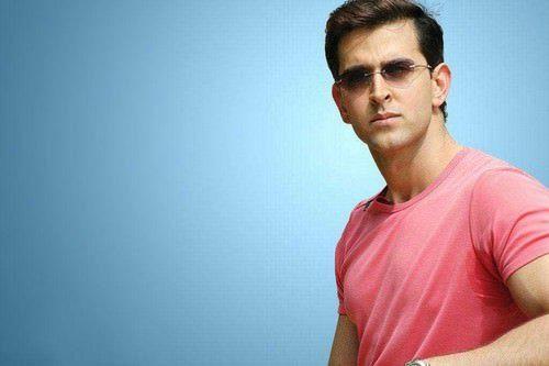 "<p dir=""RTL""><strong>هريثيك روشان </strong><strong>Hrithik Roshan</strong></p> <p dir=""RTL"">الممثل الهندي ونجم بوليوود هريثيك روشان الذي يتمتع بجمال عينيه الخضراوتان احتل المرتبة السادسة من بين النجوم الأكثر وسامة في العالم.</p>"