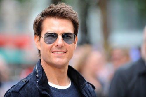 """<p dir=""""RTL""""><strong>توم كروز </strong><strong>Tom Cruise</strong><strong></strong></p> <p dir=""""RTL"""">احتل المرتبة الأولى النجم الأميركي توم كروز الذي سحر الفتيات منذ التسعينات ولا يزال حتى اليوم يتمتع بجاذبية كبيرة.</p>"""
