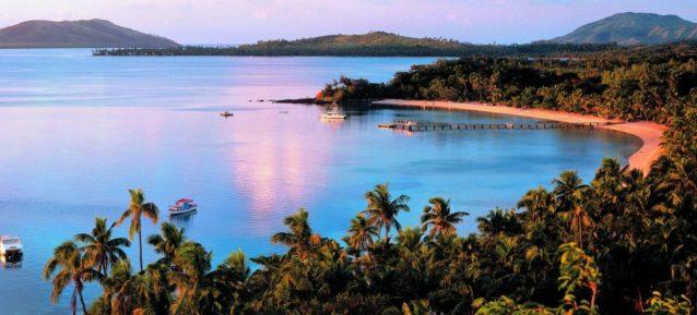 """<p dir=""""RTL""""><strong>جزيرة تيرتل – فيجي</strong><strong><br />Turtle Island – Fiji</strong><br /><br />من أجمل الجزر حول العالم وتعد من أكثر المنتجعات تميّزاً فيجي. وتحوي كافة أنواع الخدمات المترفة إضافة إلى اليوغا ورياضة الغطس.</p>"""