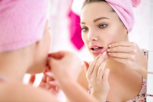 إكتشفي مع أنوثة في الموضوع التالي كيفيّة تنظيف بشرتك من الحبوب