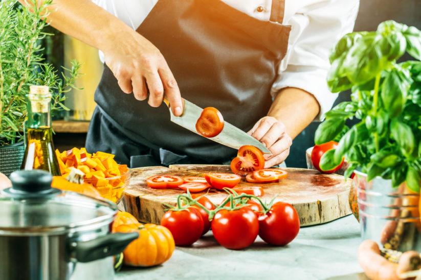 لتحضير الأطباق الشهية تماماً كما في المطاعم اتبعي هذه النصائح المهمة والأساسية