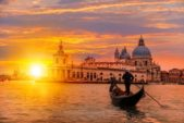 <strong>Italy - إيطاليا<br /><br /> </strong>تعتبر إيطاليا من أكثر الدول السياحية تضرراً من فيروس كورونا الذي سجّل إصابات ووفيات خياليّة خصوصاً إقليم لومبارديا وأشهر المناطق السياحية على غرار البندقية وفيرونا دون أن ننسى ميلانو. لذلك وعلى الرغم من بدء إحتواء الوباء في إيطاليا، إلّا أنّه يستحسن تفاديها سياحيا.