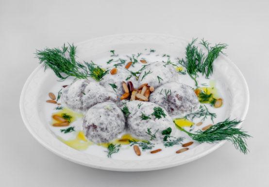 وصفة سهلة ويمكن تطبيقها في المنزل لتحضير طبق الكبة اللبنية وتقديمها على المائدة