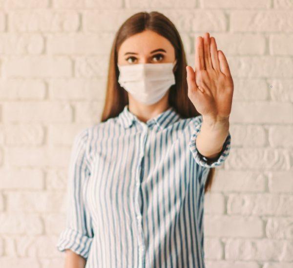 مع تفشي فيروس كورونا المستجد في مختلف أنحاء العالم تداول نسبة كبيرة من الأشخاص معلومات خاطئة عن كيفية الوقاية منه لعدم الإصابة به لذا لنتعرف على أهمها مع موقع أنوثة