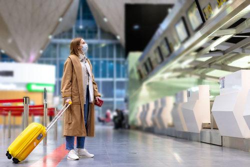 "<div style=""direction: rtl;""><strong>المطارات والطائرة:</strong></div> <div style=""direction: rtl;"">يضطر بعض الأشخاص للسفر والتنقل خلال هذه الفترة، لذا من المهم الإبتعاد قدر الإمكان عن الأشخاص في المطارات وأيضاً التأكد من التعقيم الأساسي في الطائرة، والإلتزام الشخصي بكل التدابير الوقائية.</div>"