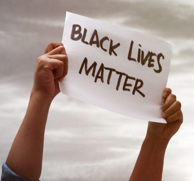 صوت موحّد بين مشاهير أميركا... لا للعنصرية!