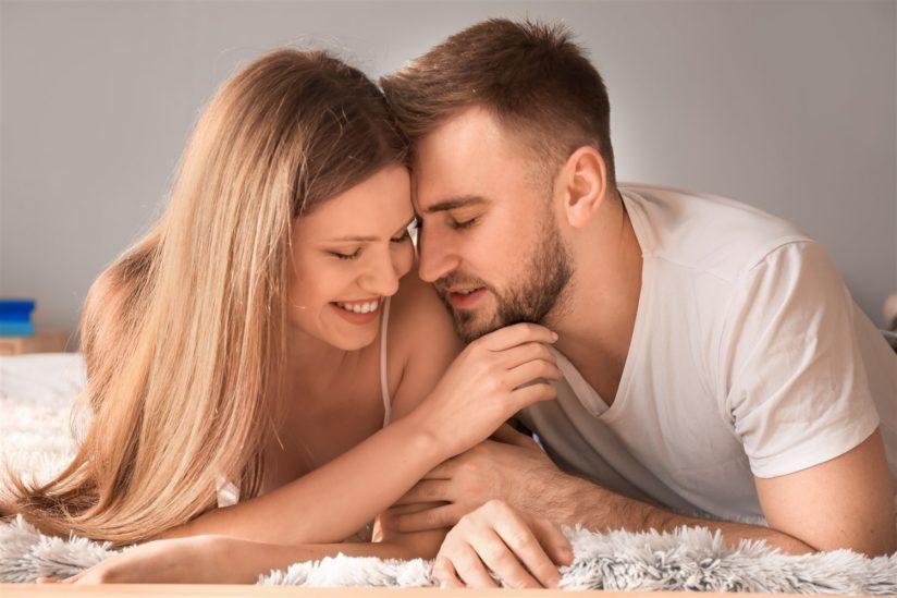 كيف أجعل علاقتي بزوجي أكثر عاطفية – أنوثة