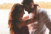 """<div style=""""direction: rtl;""""><strong>السعادة والحب:</strong></div> <div style=""""direction: rtl;"""">يعتبر شهر العسل من أهم المحطات في الحياة الزوجية حيث ينطلق الثنائي لبناء المنزل الواحد والعائلة، من هنا فإنّه فرصة للتقارب بين الزوجين والتعبير عن الحب والمشاعر التي تجمعهما بأجواء رومنسية. بالإضافة الى أنّ هذا الموعد المميّز في حياتك والذي تتوجهين فيه الى الأماكن التي تحبينها مع شريكك، لعيش أروع لحظات السعادة.</div>"""