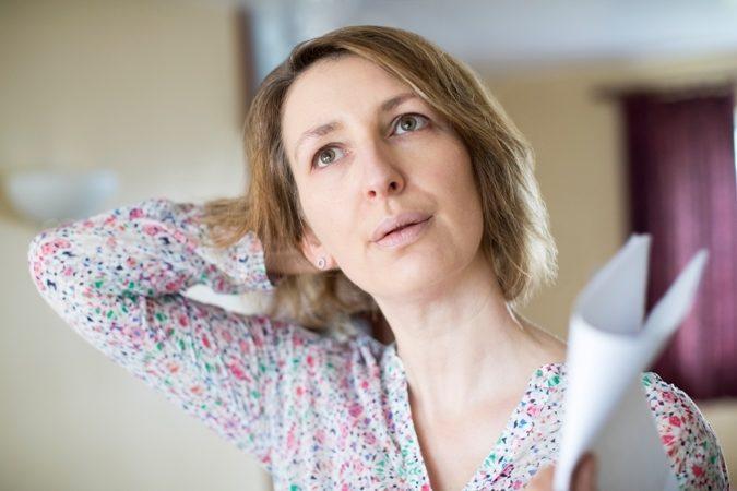تعرّفي مع أنوثة في الموضوع التالي إلى أبرز أعراض إنقطاع الطمث ومدتها