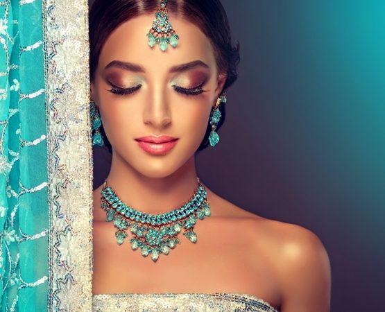 تفقدي في الصور التالية أجمل المكياجات الهندية وإعتمدي ما يعجبك منها