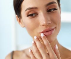 إكتشفي مع أنوثة في الموضوع التالي أبرز أسباب ظهور التجاعيد حول الفم وكيفية الوقاية منها