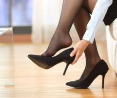 وسّعي حذاءك في المنزل دون عناء مع هذه الاساليب!