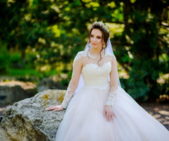 بالصور... طرحات عروس مع تاج لإطلالات أنيقة لا تُضاهى!
