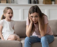 طفلك لا يحترمك ويصرخ في وجهك متى يحلو له؟ إليك الحل