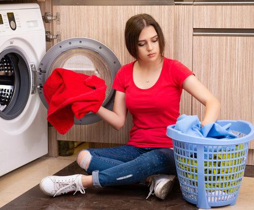 تجنّبي هذه الأخطاء عند غسل الملابس!