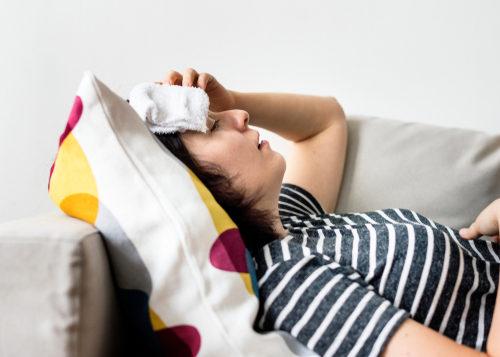 ما هي اعراض فيروس كورونا من اول يوم؟ وكيف تتطور؟