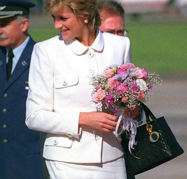 Lady Dior Bag... تفاصيل لم تعرفيها عن هذه الحقيبة الأيقونية بعد 26 عاماً على اطلاقها!