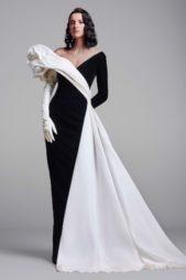 صيحة المونوكروم الأسود والأبيض التي تعكس قوة الألوان الكلاسيكية، تضفي بدورها قيمة ابداعية إلى الإطلالة خصوصاً مع الفستان الطويل بقصة مستقيمة مع الأكتاف المنسدلة.