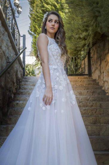 بالصور: فاليري ابو شقرا بالفستان الابيض قبل زفافها بتوقيع مصمم ازياء لبناني