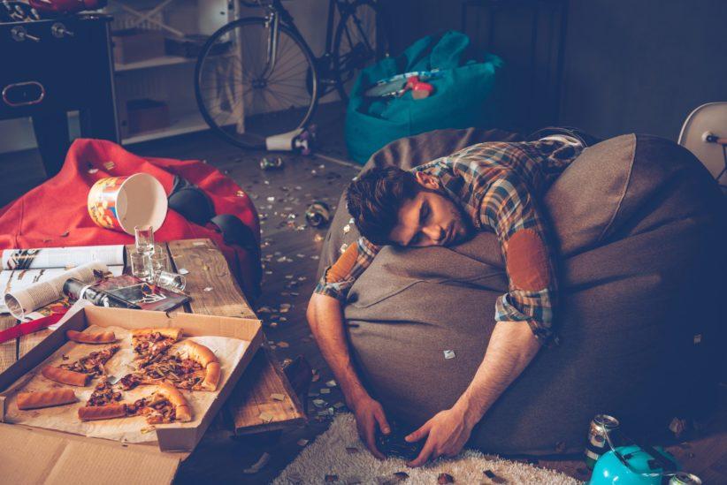 فوضوية زوجكِ تصيبك بالارهاق؟ 6 خطوات لمواجهة هذه المشكلة