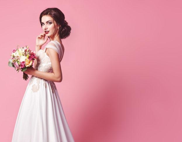 بالصور... فساتين عرايس فخمة مختارة من اشهر مصممي الأزياء في العالم!