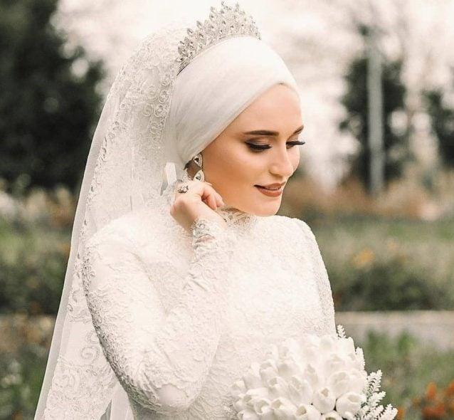 اطلالات رائعة للعروس المحجبة مع تيجان كريستالية!