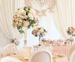 تنسيقات ورد طبيعي ولا أروع لحفل زفافك!
