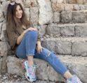 بالصور... نجمات عربيات اخترن الحذاء الرياضي لاطلالتهنّ