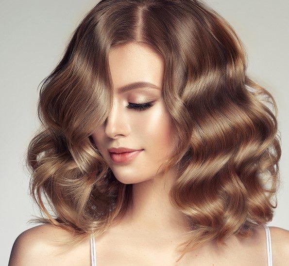 تعطير شعركِ بالمنزل سهل جداً مع هذه الوصفات الطبيعية!