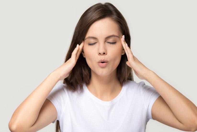 4 تمارين يوغا الوجه تغنيك عن عمليات التجميل... اكتشفيها معنا!