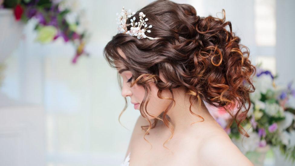 بالصور... لفّات شعر للعروس من أهمّ مزيّني الشعر