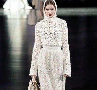 اللون الأبيض خياركِ المفضّل لاطلالة رائعة هذا الخريف!