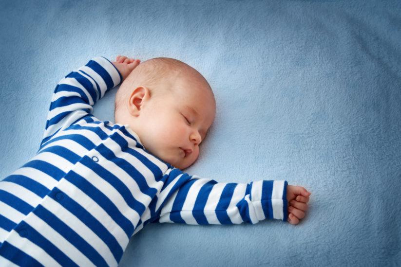 كيف يتغيّر نمط نوم طفلكِ في الشهر الثالث بعد الولادة؟